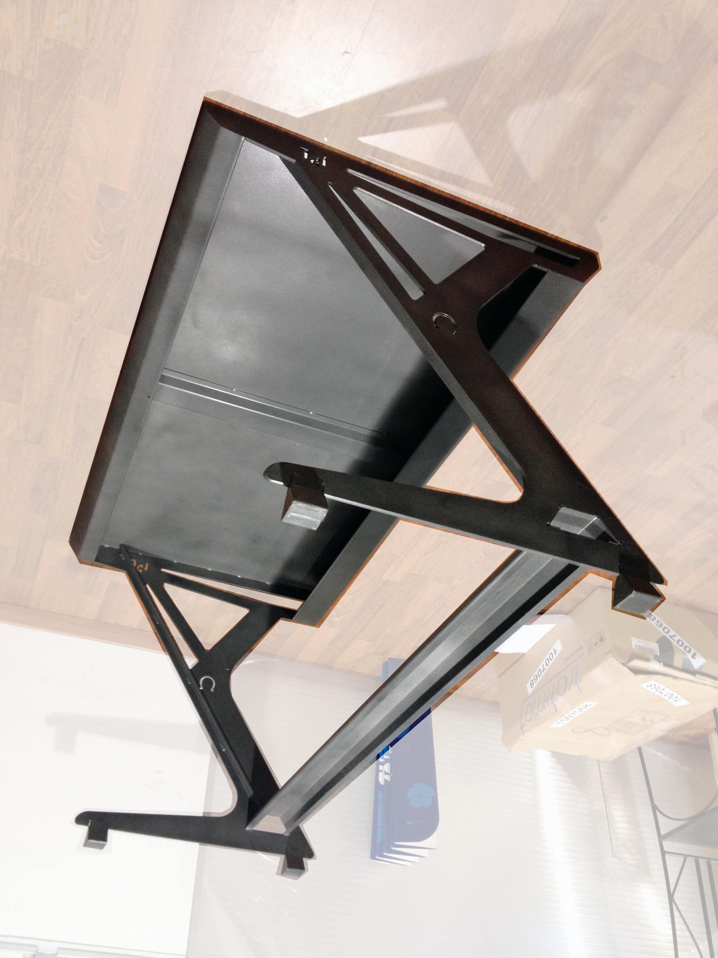 table m tallique juan gandulfo. Black Bedroom Furniture Sets. Home Design Ideas